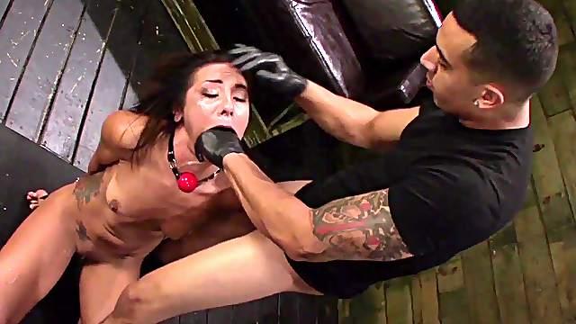 pornofilmi-o-vospitanii-rabin-paren-i-devushka-oralniy-seks-video